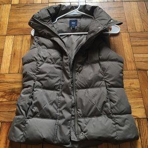 Gap sleeveless puffer vest